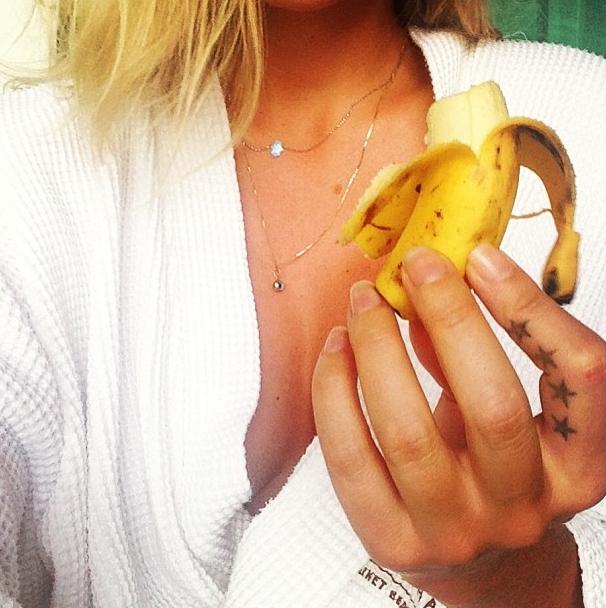 25歲人妻吃香蕉萬人追隨。澳洲羅妮珍(Loni Jane)水果餐減重食譜